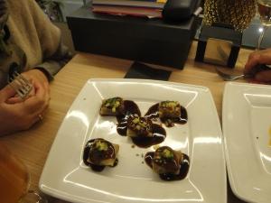 Raviolis de pato con miel y piña